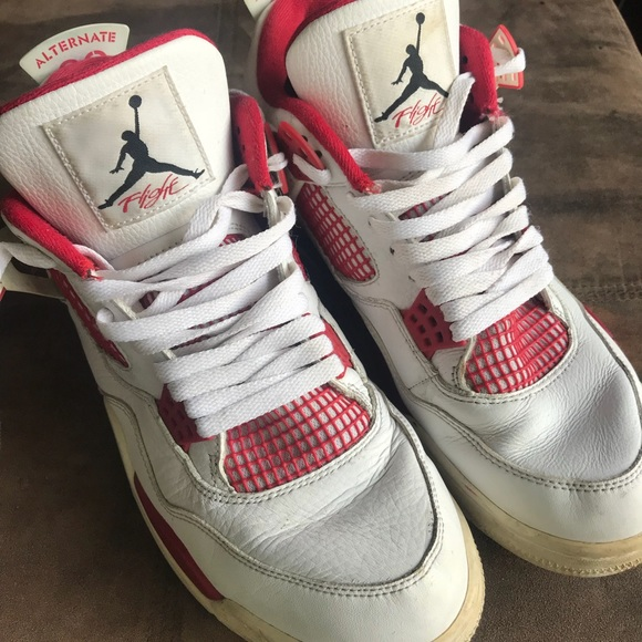 df253a3303e4 Jordan Shoes - Retro jorden 4 in cherry red and white colorway